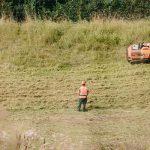 Mäharbeiten an Gräben, Deichen, Wasserstraßen, Schleusen und Kanälen
